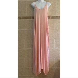 Love in light pink maxi dress with pockets